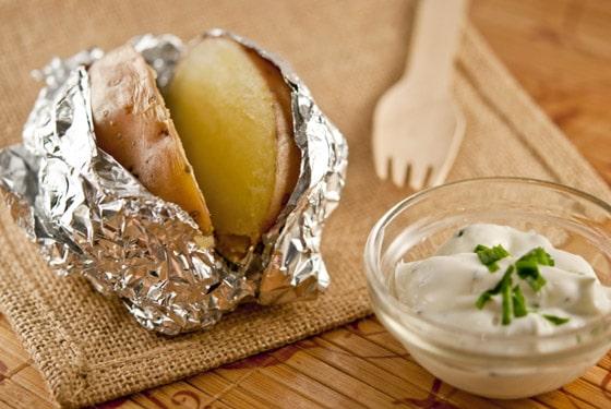 recette de pommes de terre au four et leur sauce ciboulette stella cuisine recettes. Black Bedroom Furniture Sets. Home Design Ideas