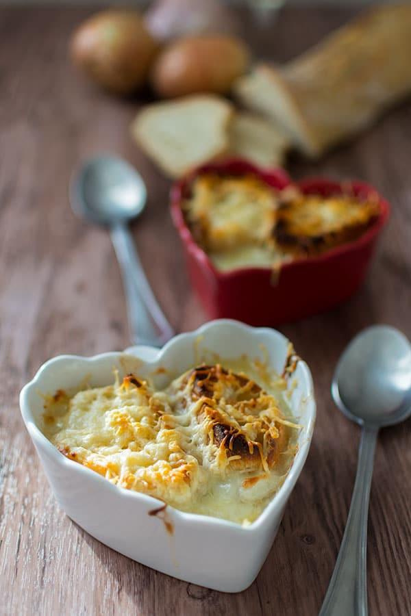 Recette de soupe l 39 oignon gratin e stella cuisine recettes faciles recettes pas ch res - Soupe a l oignon gratinee ...